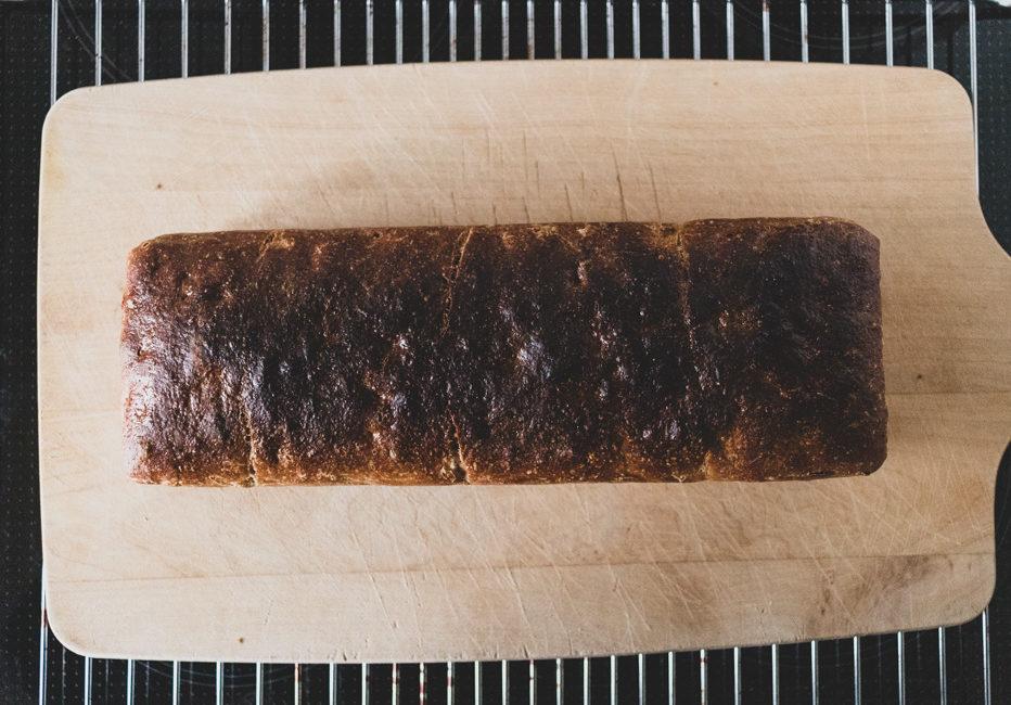 Das Toastbrot sollte schön dunkelbraun werden.