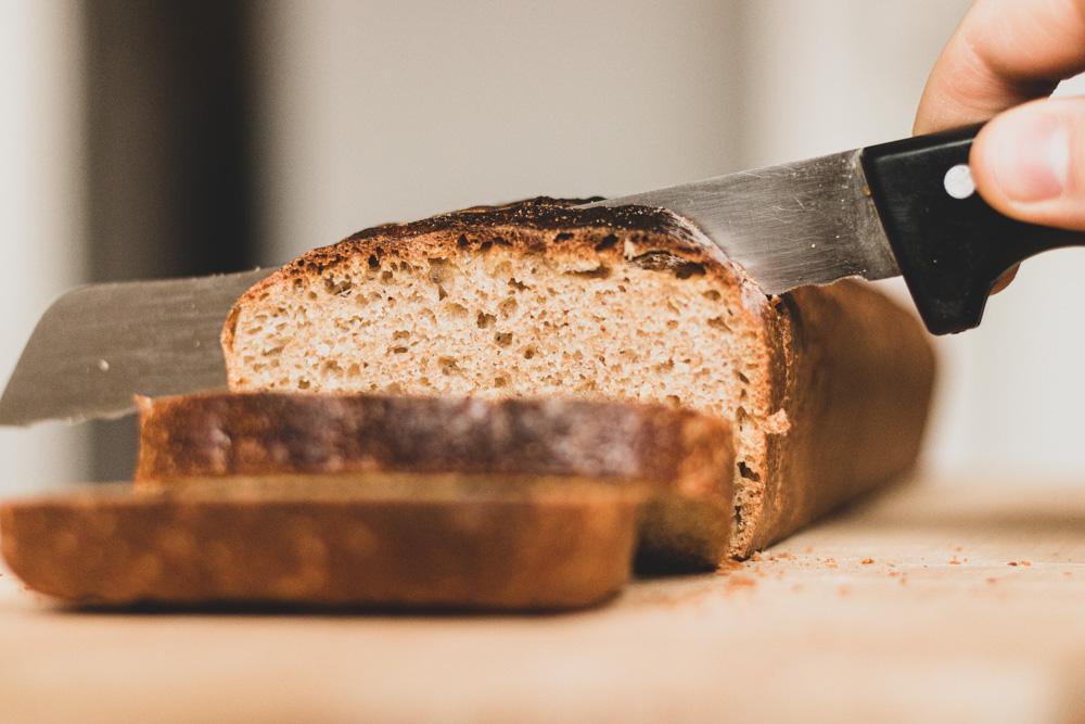 Toastbrot schneiden und anrösten
